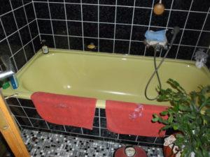 Badewanne wird durch barrierefreie Dusche ersetzt