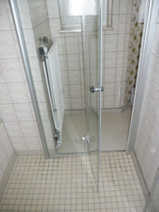 Trennwand für barrierefreie Dusche